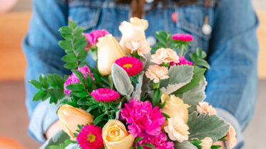 Few ways to celebrate the bond of friendship with different flowers